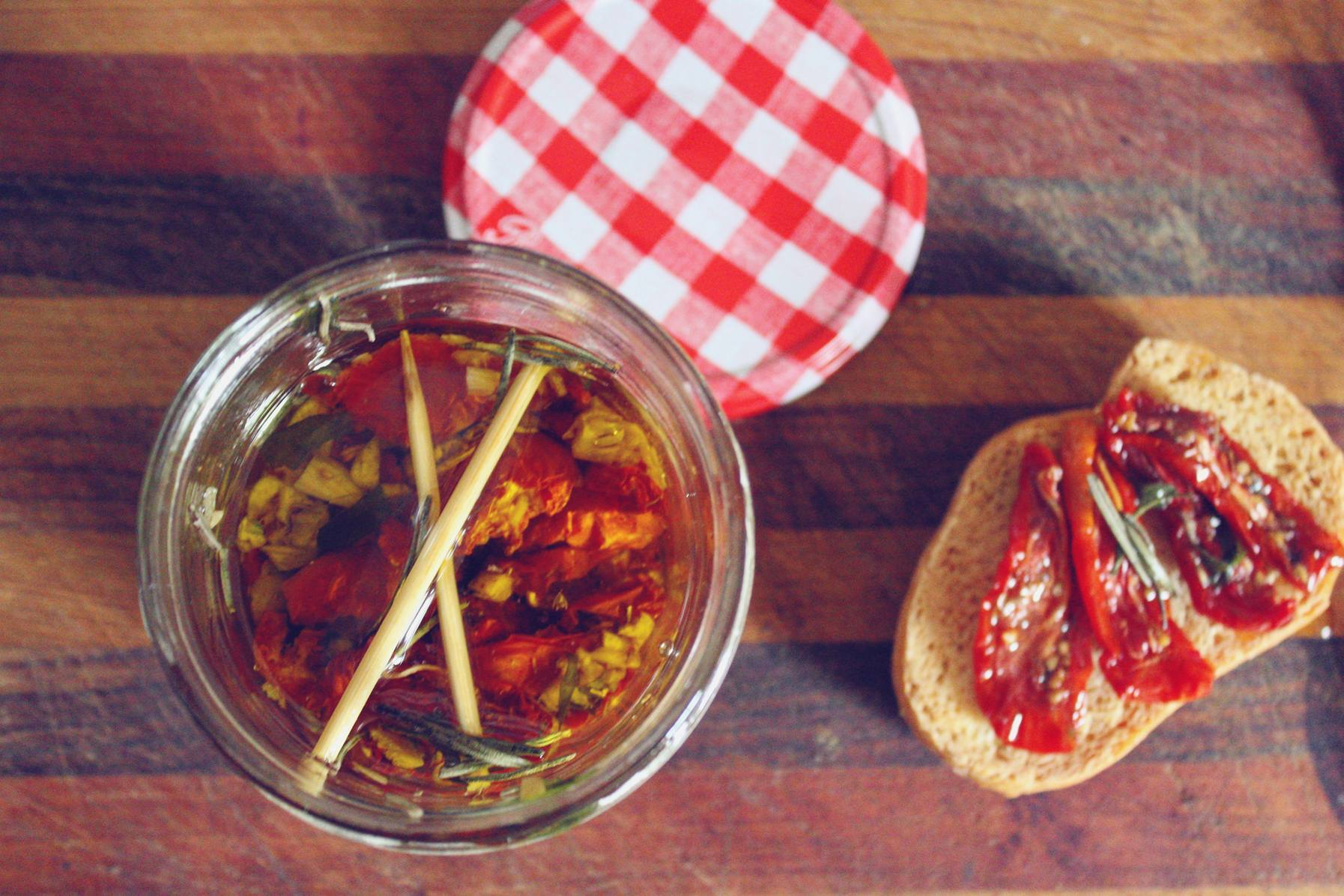 Buccacc' of sun dried tomatoes preserved in olive oil